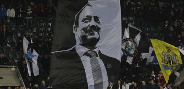 Rafa Benitez display Gallowgate flags photo action images
