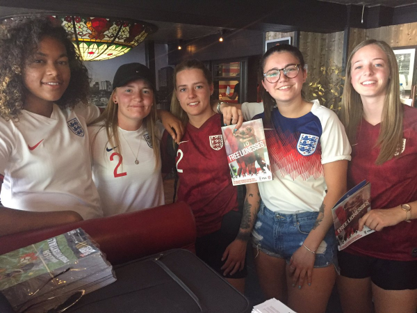 Fans with free lionesses guide